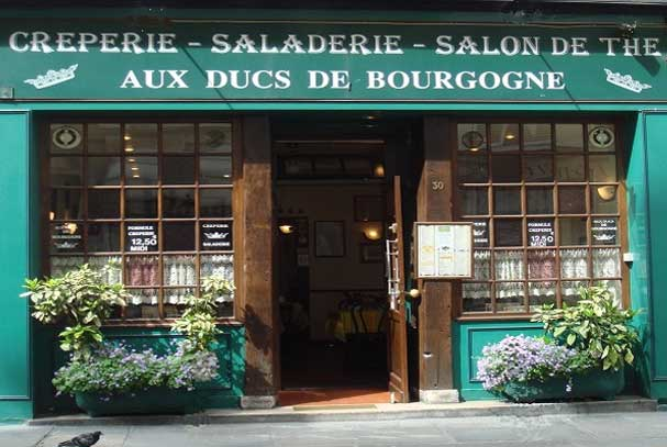 Devanture 01 de la crêperie restaurant Aux Ducs de Bourgogne 30 rue de Bourgogne 75007 à Paris 7