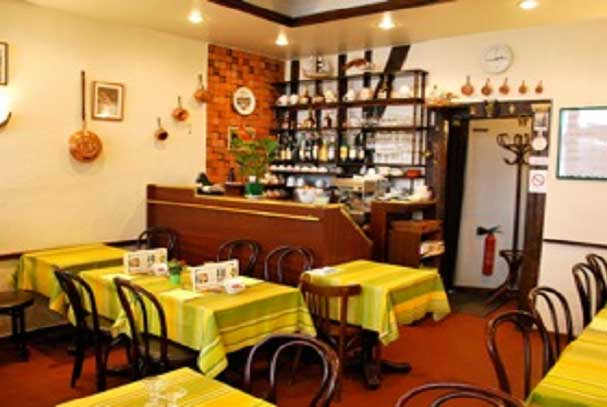 Salle de la crêperie restaurant Aux Ducs de Bourgogne 30 rue de Bourgogne 75007 à Paris 7